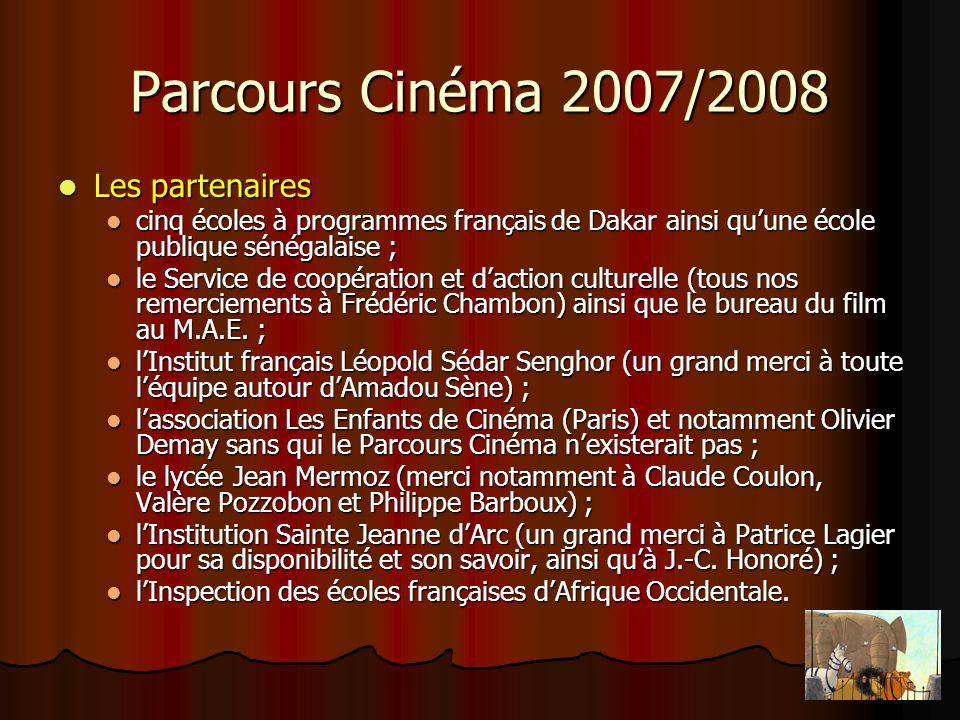 Parcours Cinéma 2007/2008 Le parcours cinéma dakarois en chiffres… Le parcours cinéma dakarois en chiffres… 30 projections réparties sur trois semaines soit 5 de plus que lannée dernière 30 projections réparties sur trois semaines soit 5 de plus que lannée dernière (10 pour Cinq Burlesques Américains, 10 pour La prophétie des grenouilles et 10 pour Princess Bride) ; 18 classes, soit 4 de plus quen 2006/2007, dont 13 de cycle 3 et 5 de cycle 2 ; 18 classes, soit 4 de plus quen 2006/2007, dont 13 de cycle 3 et 5 de cycle 2 ; 1515 entrées soit 25 % de plus que lannée dernière ; 1515 entrées soit 25 % de plus que lannée dernière ; 1100 cartes postales et 40 cahiers de notes école et cinéma distribués gratuitement.