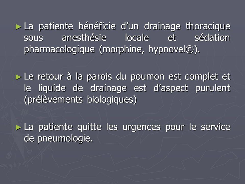 La patiente bénéficie dun drainage thoracique sous anesthésie locale et sédation pharmacologique (morphine, hypnovel©). La patiente bénéficie dun drai