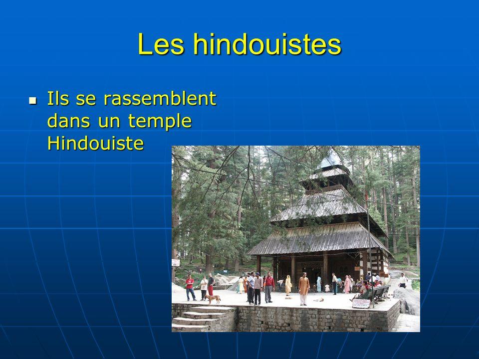 Les hindouistes Ils se rassemblent dans un temple Hindouiste Ils se rassemblent dans un temple Hindouiste