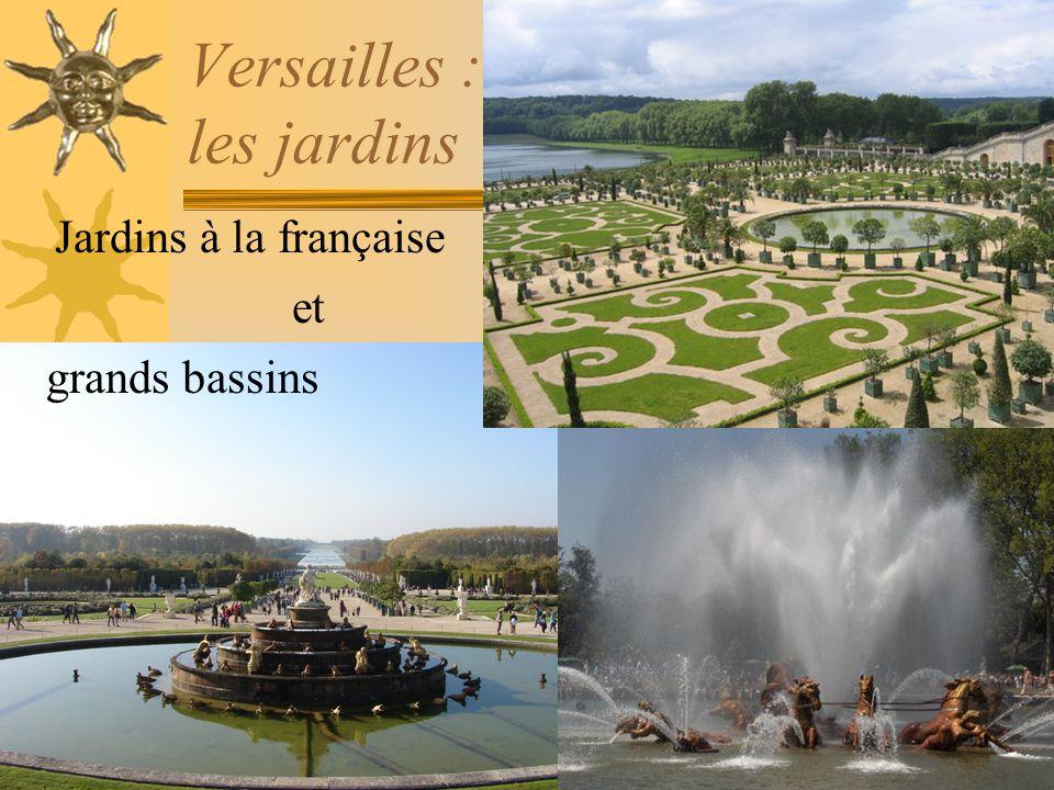 Versailles : le château du roi soleil Détail dune porte Le lit du roi