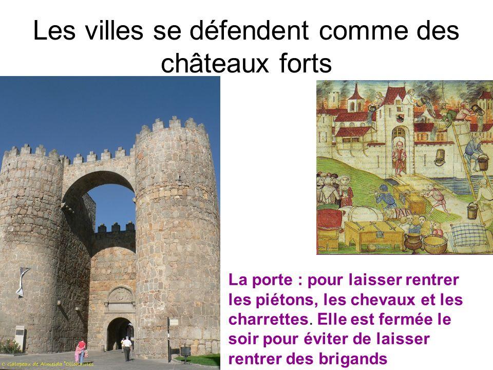 Les villes se défendent comme des châteaux forts La porte : pour laisser rentrer les piétons, les chevaux et les charrettes. Elle est fermée le soir p