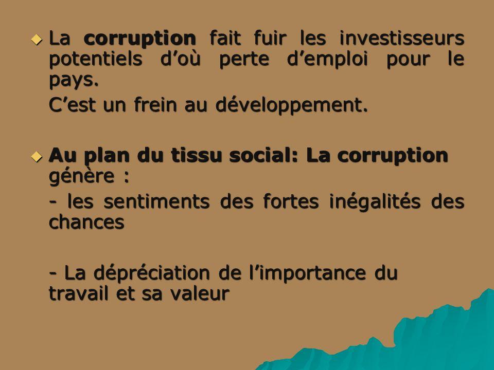 La corruption fait fuir les investisseurs potentiels doù perte demploi pour le pays.