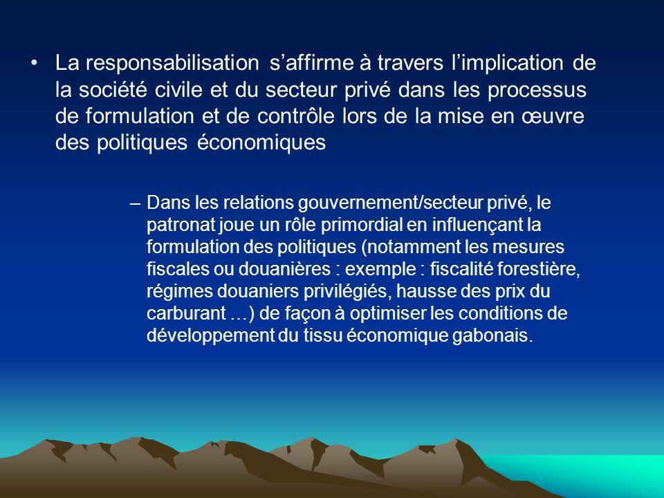 La responsabilisation saffirme à travers limplication de la société civile et du secteur privé dans les processus de formulation et de contrôle lors d