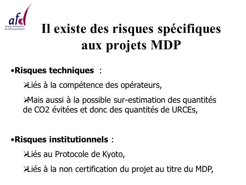 Il existe des risques spécifiques aux projets MDP Risques techniques : Liés à la compétence des opérateurs, Mais aussi à la possible sur-estimation des quantités de CO2 évitées et donc des quantités de URCEs, Risques institutionnels : Liés au Protocole de Kyoto, Liés à la non certification du projet au titre du MDP,