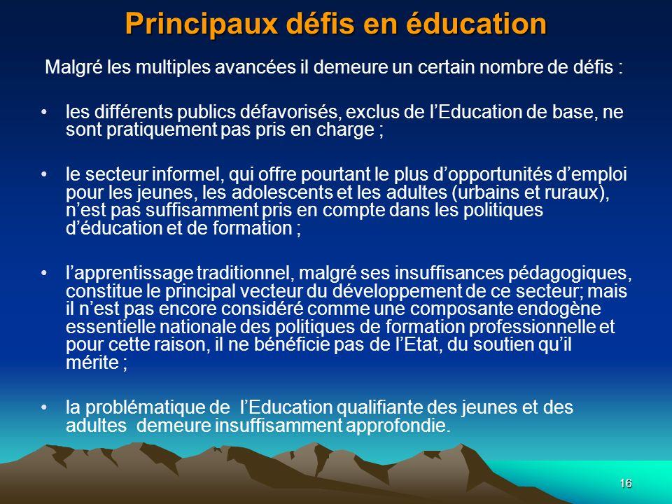 16 Principaux défis en éducation Malgré les multiples avancées il demeure un certain nombre de défis : les différents publics défavorisés, exclus de l