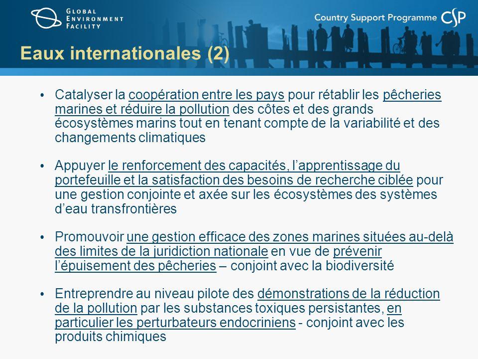 Eaux internationales (2) Catalyser la coopération entre les pays pour rétablir les pêcheries marines et réduire la pollution des côtes et des grands é