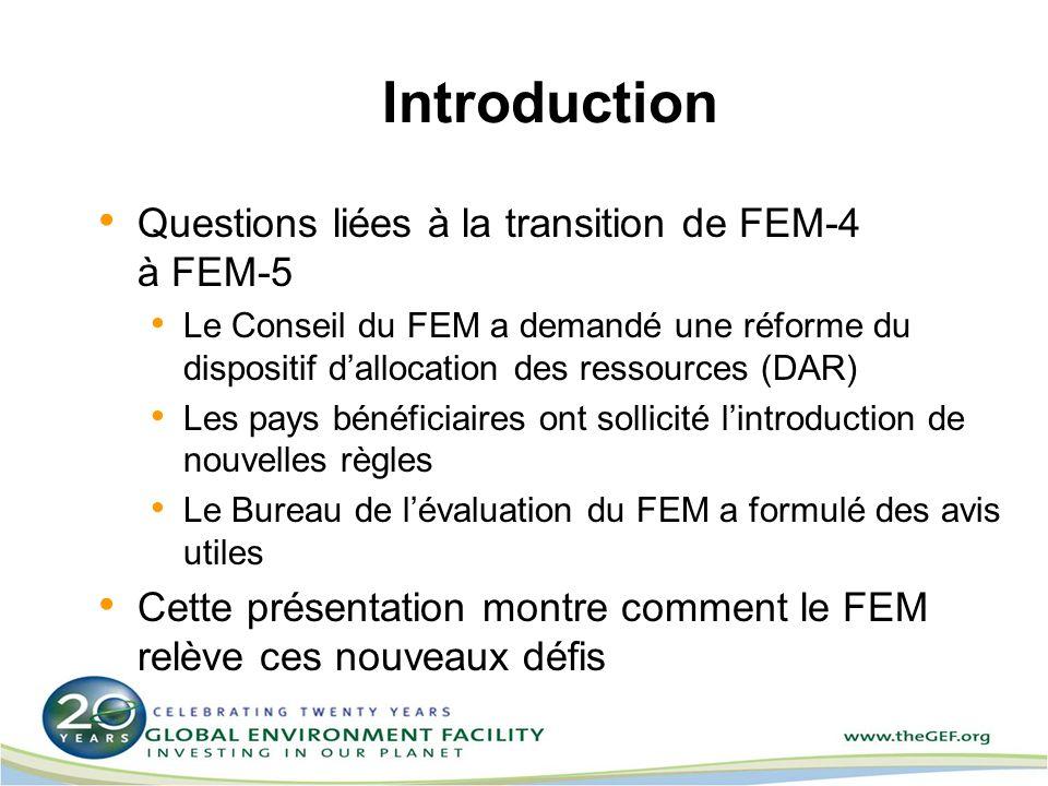 Introduction Questions liées à la transition de FEM-4 à FEM-5 Le Conseil du FEM a demandé une réforme du dispositif dallocation des ressources (DAR) Les pays bénéficiaires ont sollicité lintroduction de nouvelles règles Le Bureau de lévaluation du FEM a formulé des avis utiles Cette présentation montre comment le FEM relève ces nouveaux défis