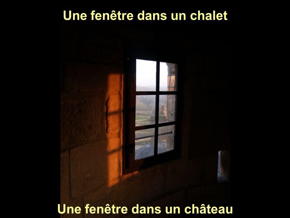 Les volets sont fermés Les rideaux sont sales