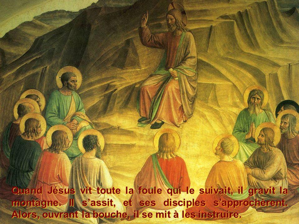 Quand Jésus vit toute la foule qui le suivait, il gravit la montagne. Il sassit, et ses disciples sapprochèrent. Alors, ouvrant la bouche, il se mit à