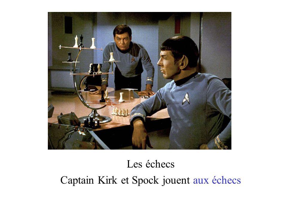 Les échecs Captain Kirk et Spock jouent aux échecs