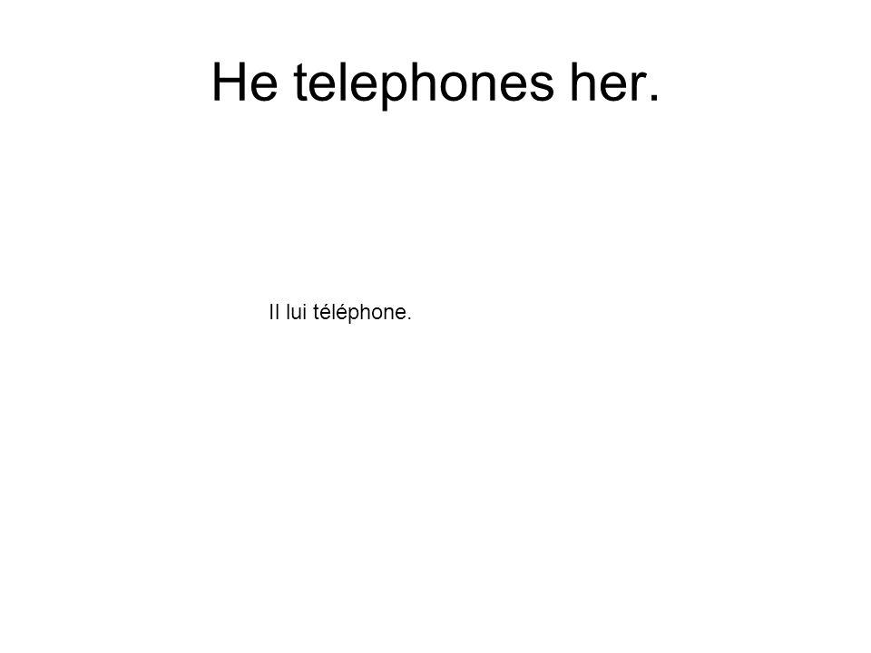 He telephones her. Il lui téléphone.