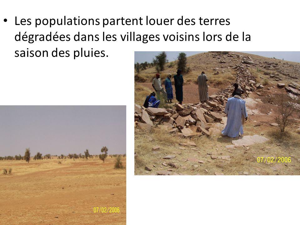 Les populations partent louer des terres dégradées dans les villages voisins lors de la saison des pluies.