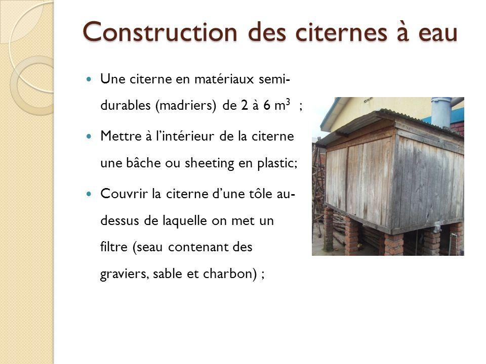 Construction des citernes à eau Une citerne en matériaux semi- durables (madriers) de 2 à 6 m 3 ; Mettre à lintérieur de la citerne une bâche ou sheet