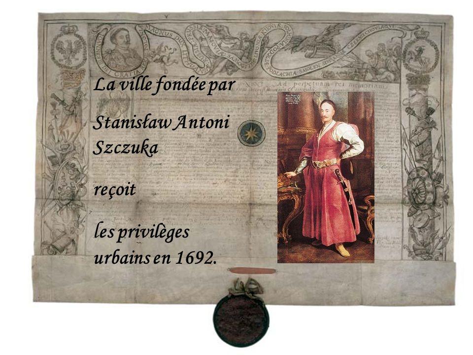 La ville fondée par Stanisław Antoni Szczuka reçoit l es privilèges urbains en 1692.
