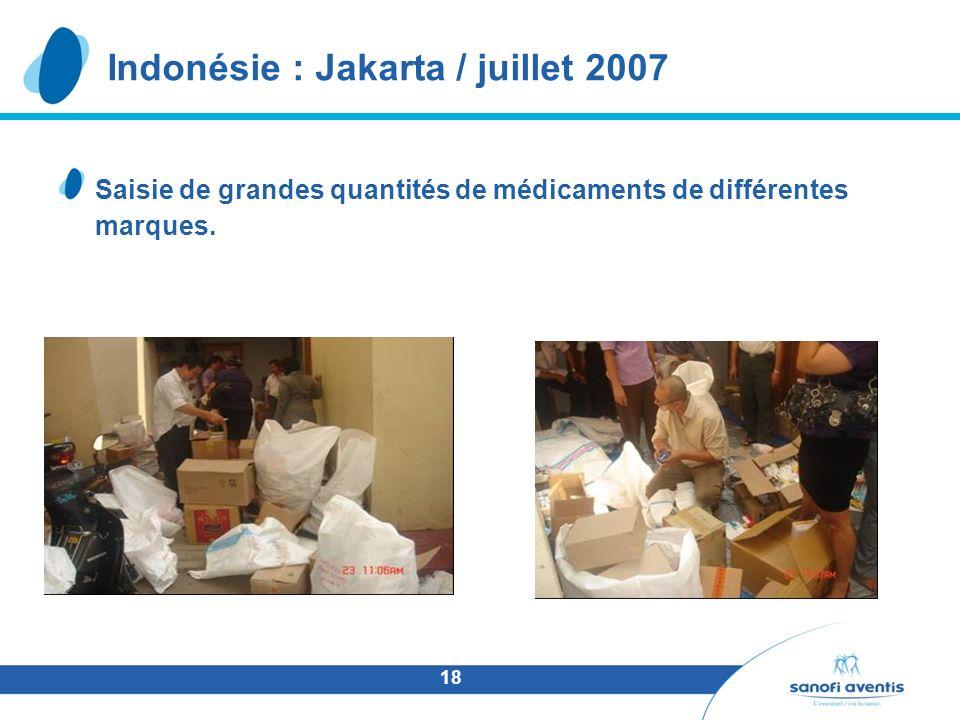 18 Saisie de grandes quantités de médicaments de différentes marques. Indonésie : Jakarta / juillet 2007