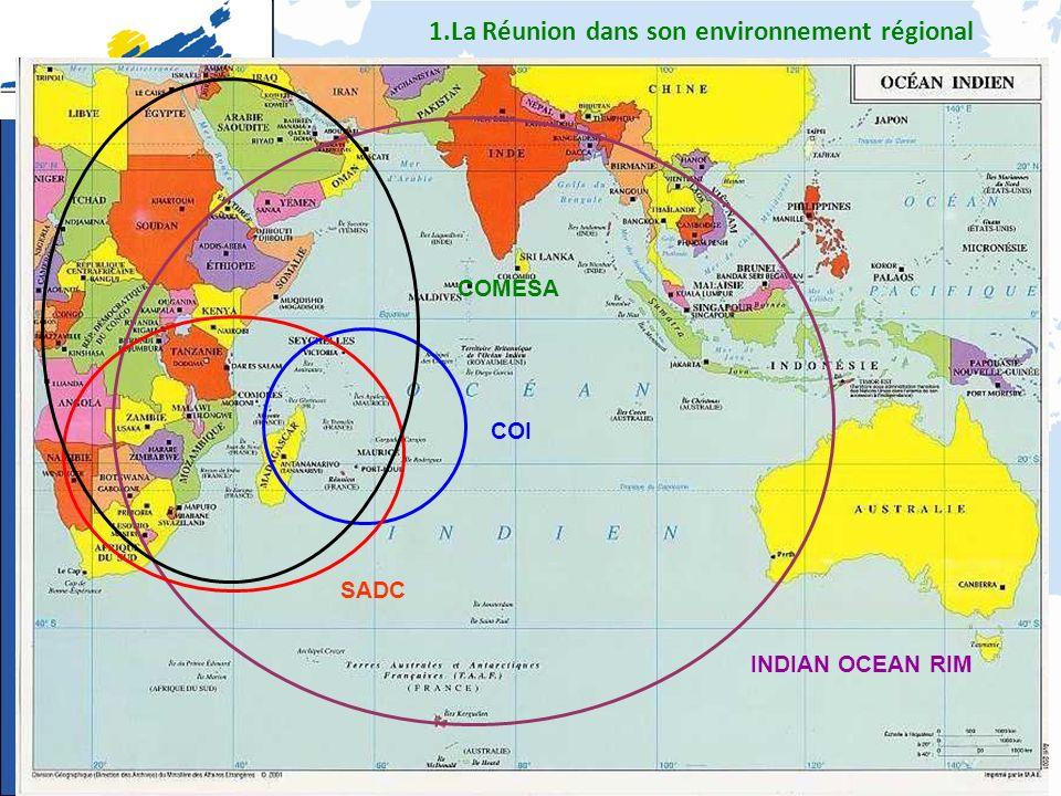 1 - La Réunion dans son environnement régional Une zone où 2 pays du G20 sont présents (Afrique du Sud et Inde) Une zone qui concentre de nombreux PMA Une zone dune très grande complexité au niveau des organisations régionales … partenaires de lUE Une zone où la France (Réunion) est membre dune organisation internationale = la COI Une zone où les pays ACP de la COI sont membres du COMESA …organisation où figure la Lybie, lEgypte …