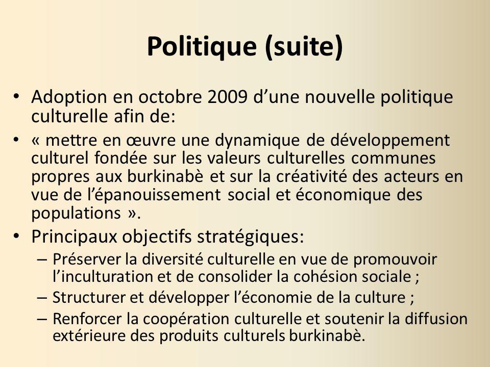 Politique (suite) Adoption en octobre 2009 dune nouvelle politique culturelle afin de: « mettre en œuvre une dynamique de développement culturel fondé