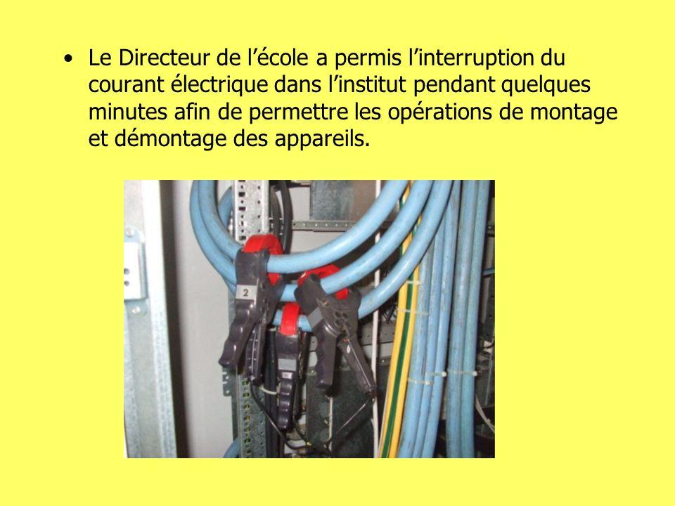 Le Directeur de lécole a permis linterruption du courant électrique dans linstitut pendant quelques minutes afin de permettre les opérations de montage et démontage des appareils.