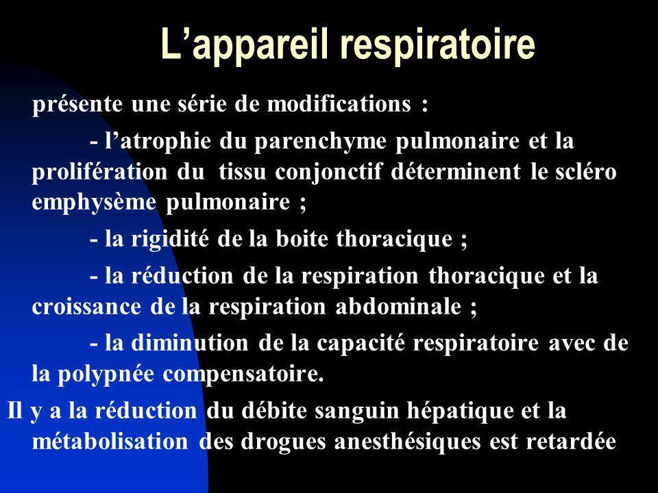 Lappareil respiratoire présente une série de modifications : - latrophie du parenchyme pulmonaire et la prolifération du tissu conjonctif déterminent