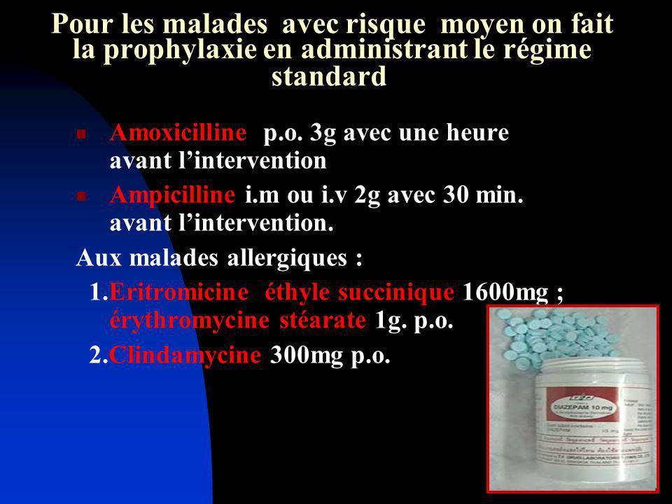 Pour les malades avec risque moyen on fait la prophylaxie en administrant le régime standard Amoxicilline p.o. 3g avec une heure avant lintervention A