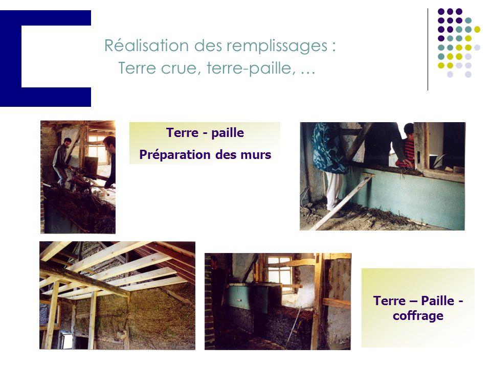 Troisième étape (suite) : les façades Panneaux de façade enduits à la chaux pour une meilleure intégration urbanistique Bardage extérieur en bois
