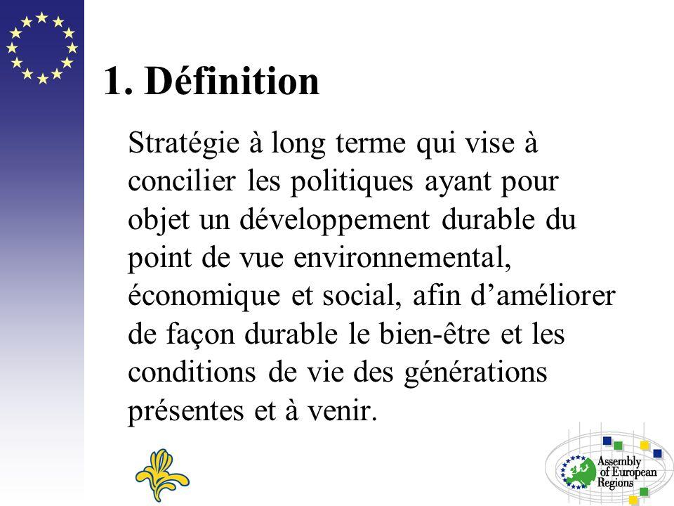 1. Définition Stratégie à long terme qui vise à concilier les politiques ayant pour objet un développement durable du point de vue environnemental, éc