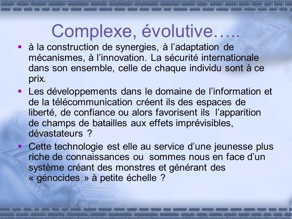Complexe, évolutive….. à la construction de synergies, à ladaptation de mécanismes, à linnovation. La sécurité internationale dans son ensemble, celle