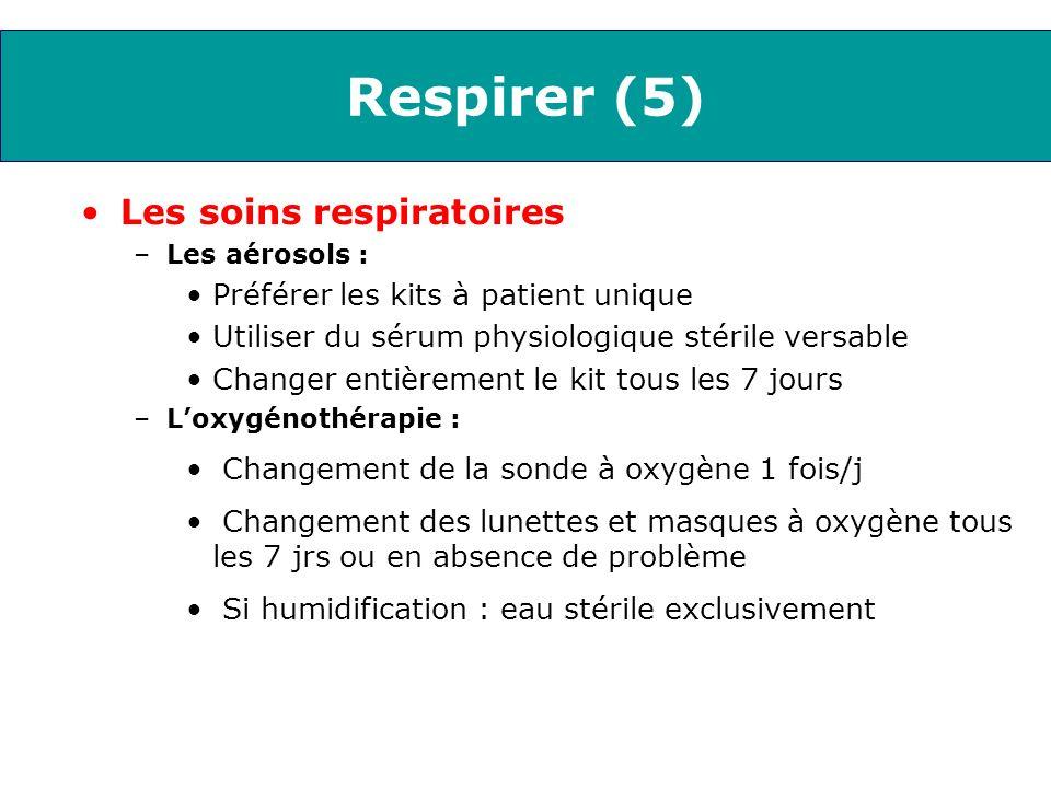Respirer (5) Les soins respiratoires –Les aérosols : Préférer les kits à patient unique Utiliser du sérum physiologique stérile versable Changer entiè