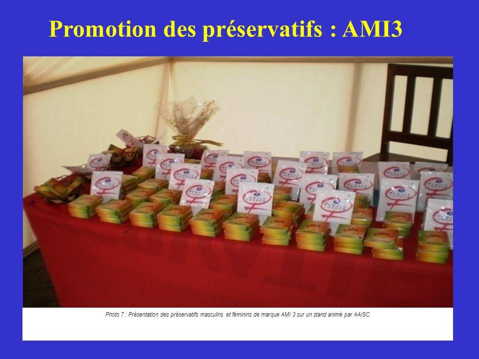 59 Photo 7 : Présentation des préservatifs masculins et féminins de marque AMI 3 sur un stand animé par AAISC Promotion des préservatifs : AMI3