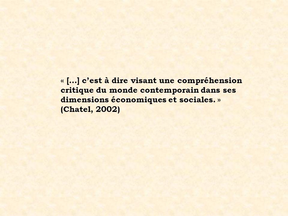 « […] cest à dire visant une compréhension critique du monde contemporain dans ses dimensions économiques et sociales. » (Chatel, 2002)