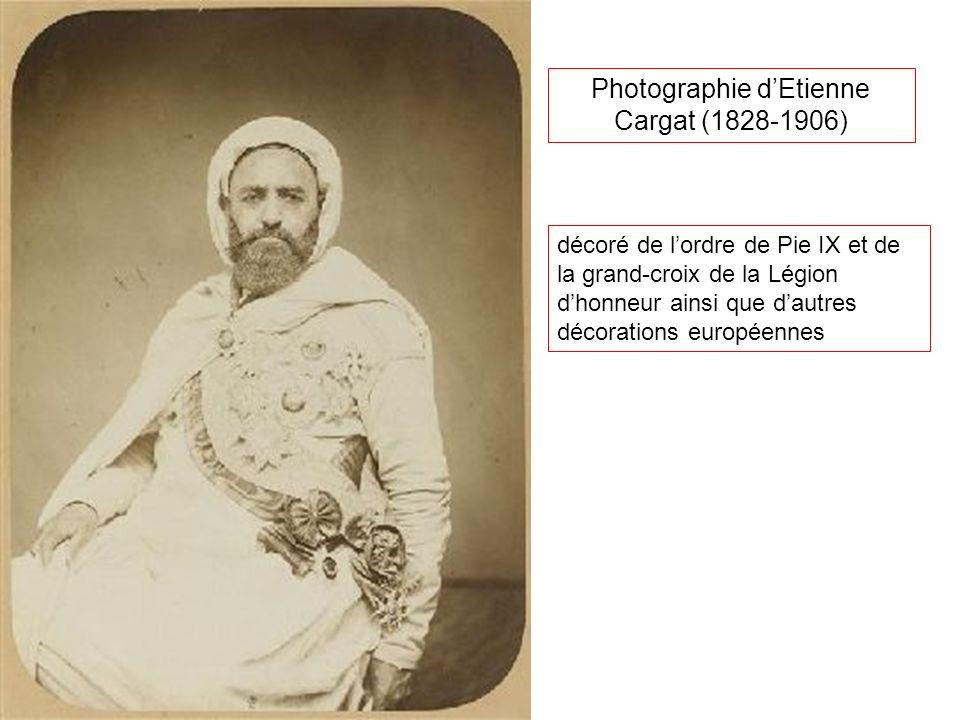 Photographie dEtienne Cargat (1828-1906) décoré de lordre de Pie IX et de la grand-croix de la Légion dhonneur ainsi que dautres décorations européenn