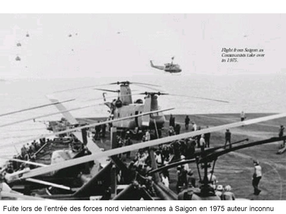 Fuite lors de lentrée des forces nord vietnamiennes à Saigon en 1975 auteur inconnu