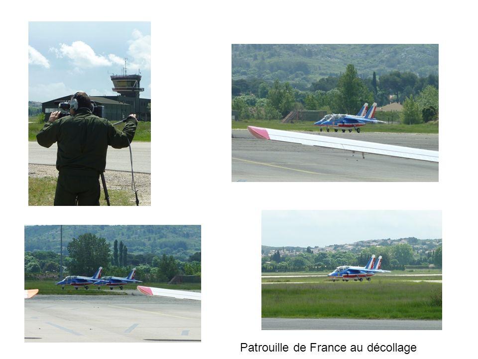 Patrouille de France au décollage