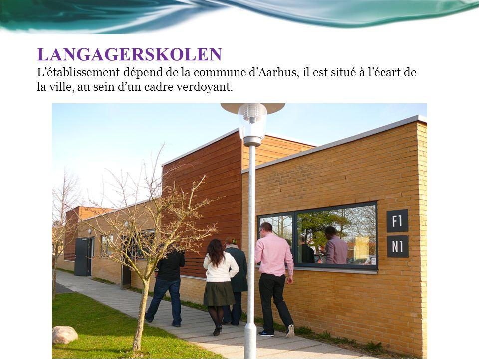 LANGAGERSKOLEN Létablissement dépend de la commune dAarhus, il est situé à lécart de la ville, au sein dun cadre verdoyant.