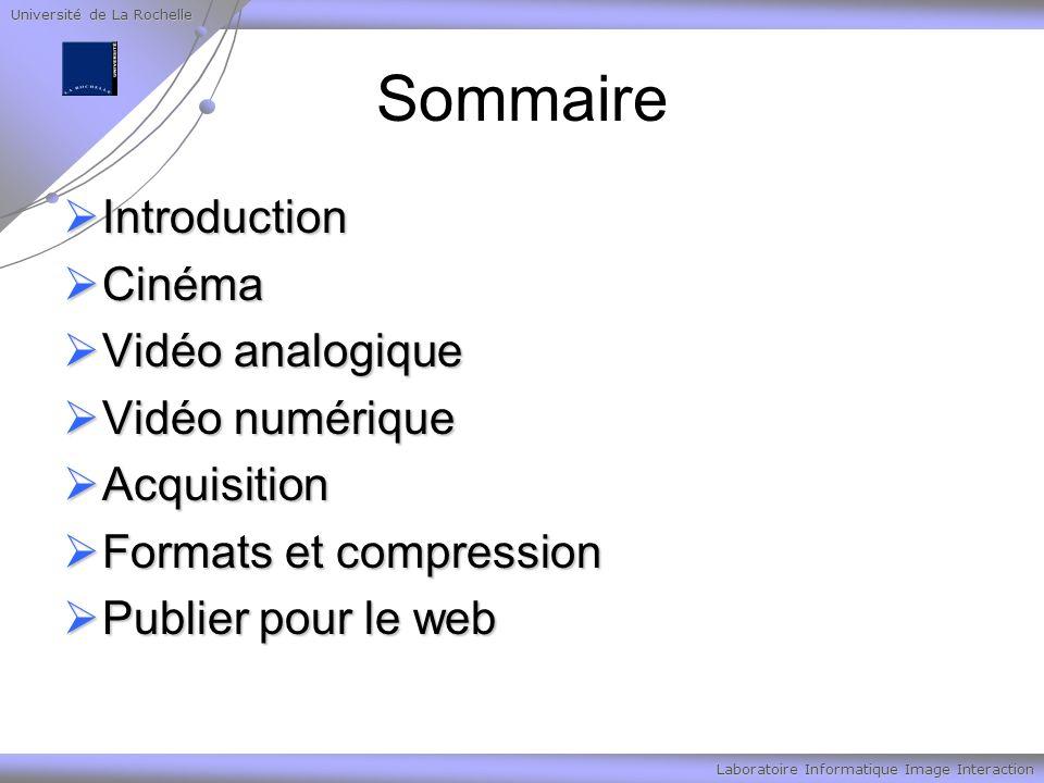 Université de La Rochelle Laboratoire Informatique Image Interaction MPEG2 MPEG-2 a été développée pour la compression de la vidéo de qualité télévision à un débit de 4 à 6 Mbits/s MPEG-2 a été développée pour la compression de la vidéo de qualité télévision à un débit de 4 à 6 Mbits/s Un peu plus tard, lorsque MPEG-3 fut abandonné, MPEG-2 intégra la compression de la télévision à haute définition Un peu plus tard, lorsque MPEG-3 fut abandonné, MPEG-2 intégra la compression de la télévision à haute définition Aujourd hui, MPEG-2 est aussi le format utilisé pour stocker les films sur DVD Aujourd hui, MPEG-2 est aussi le format utilisé pour stocker les films sur DVD MPEG-2 permet la compression d images entrelacées là où MPEG-1 ne traite que les images en mode progressif, et ceci pour servir à la télévision numérique MPEG-2 permet la compression d images entrelacées là où MPEG-1 ne traite que les images en mode progressif, et ceci pour servir à la télévision numérique