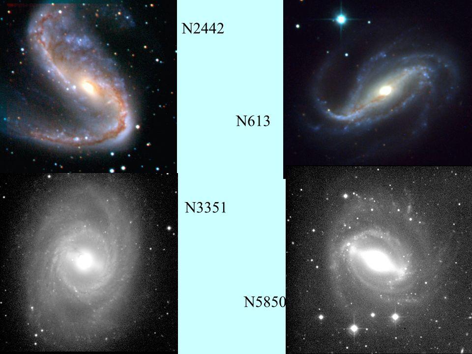 4 Formation des barres Les barres sont des ondes de densité, et peuvent être considérées comme la combinaison de paquets leading et trailing Elles sont plus stationnaires que les spirales (pas de couples, si seulement stellaire) quasi mode Les premières simulations numériques N-corps (Hohl 1971, Miller et al 1970) ne trouvent pas de spirales, mais des barres robustes sur un temps de Hubble, car uniquement stellaires