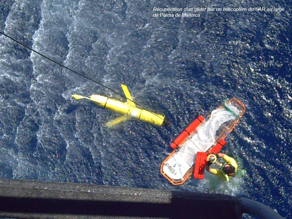 Récupération d'un glider par un hélicoptère du SAR au large de Palma de Mallorca