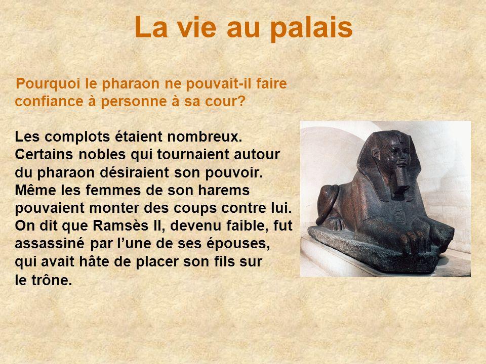 La vie au palais Pourquoi le pharaon ne pouvait-il faire confiance à personne à sa cour? Les complots étaient nombreux. Certains nobles qui tournaient