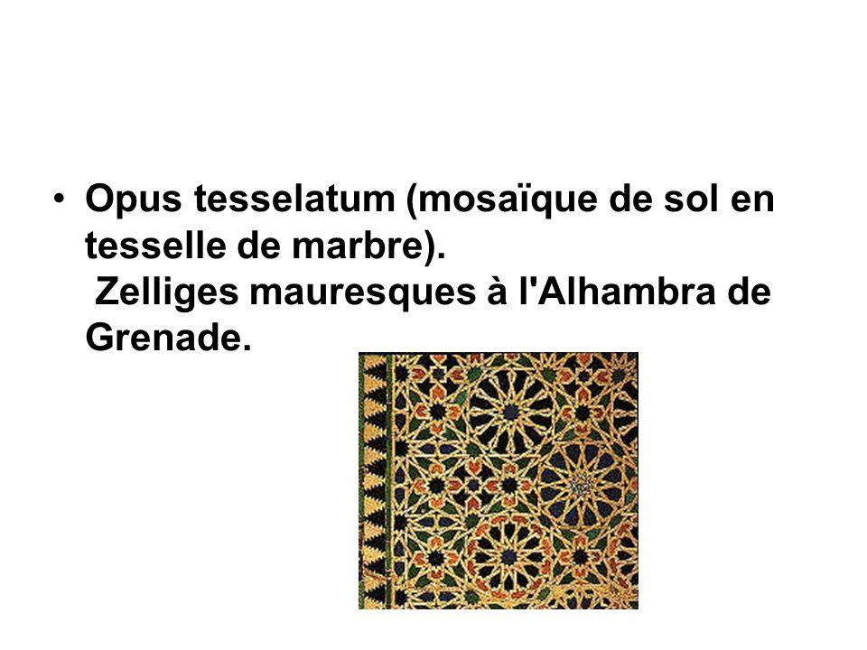 Opus tesselatum (mosaïque de sol en tesselle de marbre). Zelliges mauresques à l'Alhambra de Grenade.