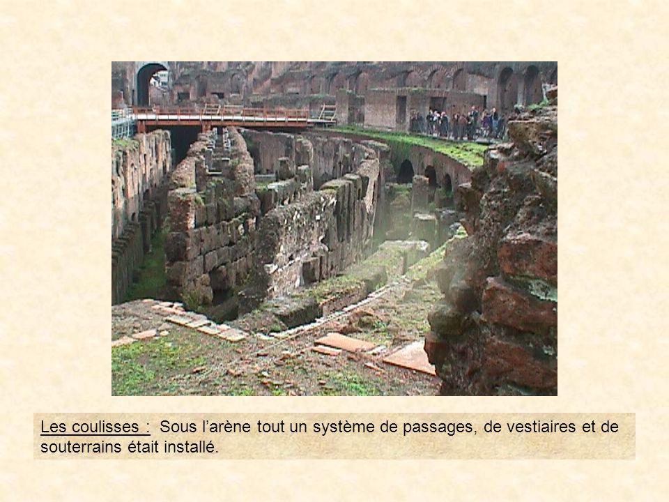 photo41 On distingue une des quatre colonnes corinthiennes avec à sa base des prisonniers Parthes enchaînés.