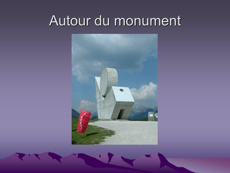 Autour du monument