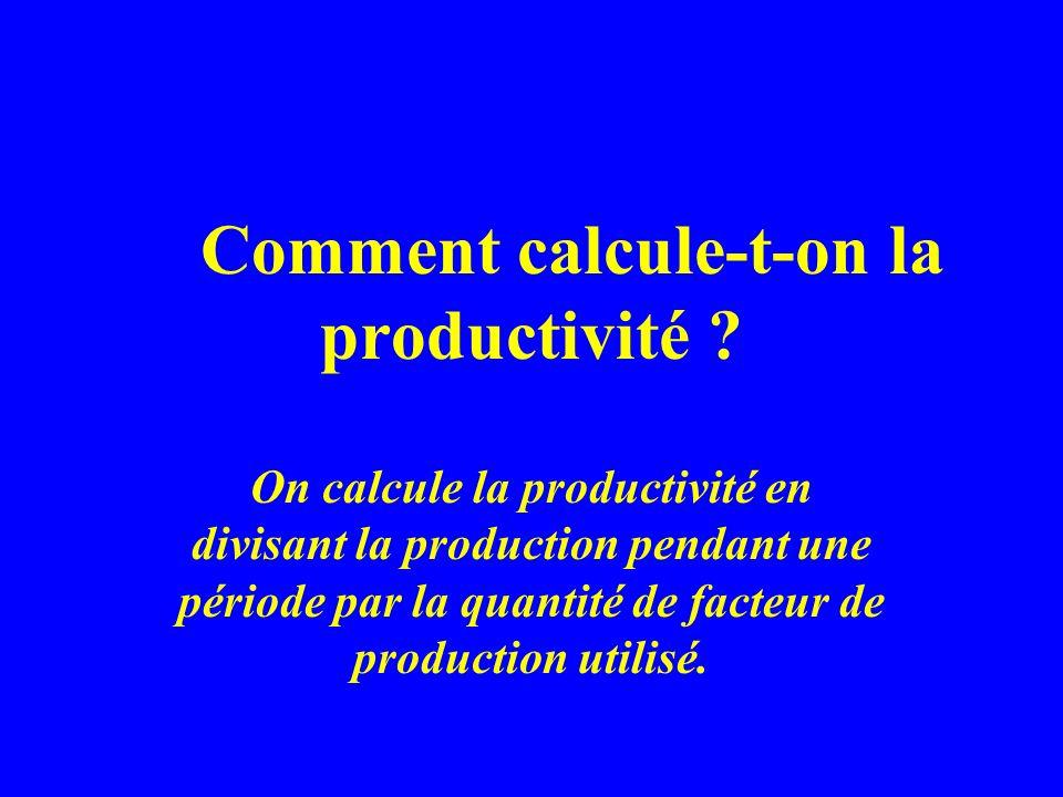 Comment calcule-t-on la productivité ? On calcule la productivité en divisant la production pendant une période par la quantité de facteur de producti