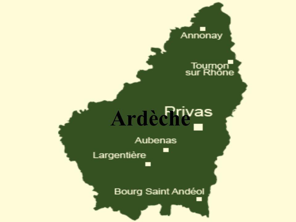 La situation géographique Situé au Sud-Est de la France, sur la bordure du Massif Central, lArdèche est lun des huit départements de la région Rhône-Alpes.