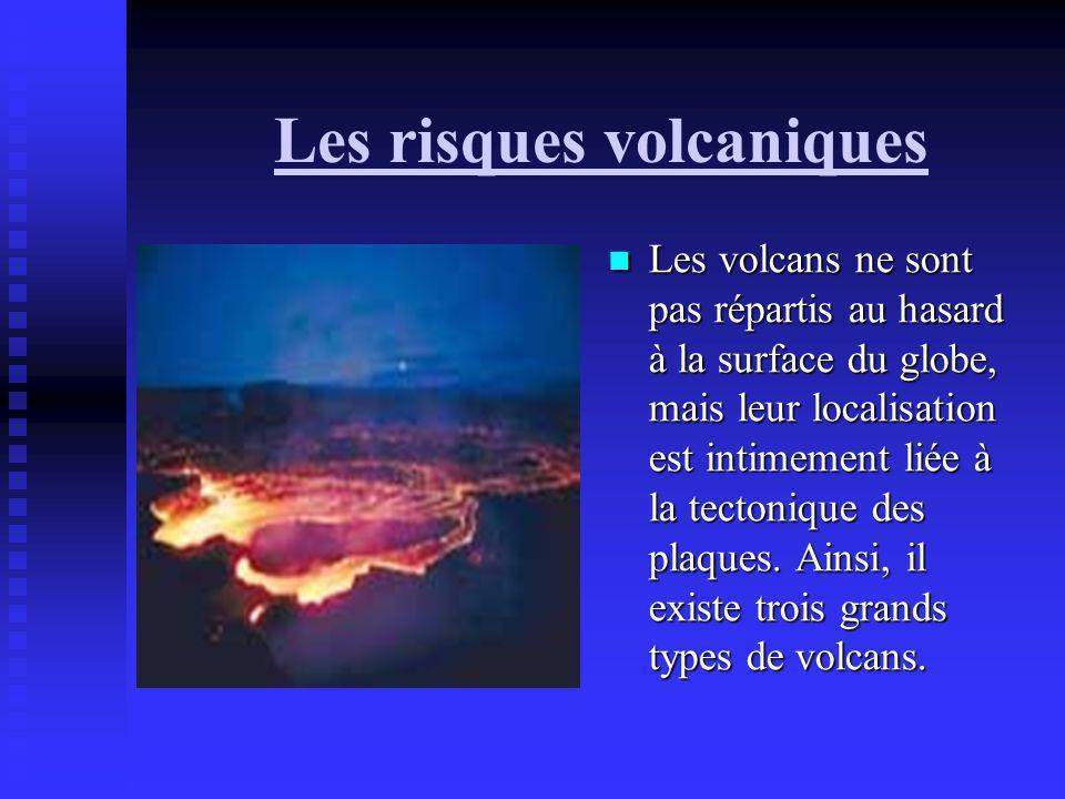 Les risques volcaniques Les volcans ne sont pas répartis au hasard à la surface du globe, mais leur localisation est intimement liée à la tectonique d