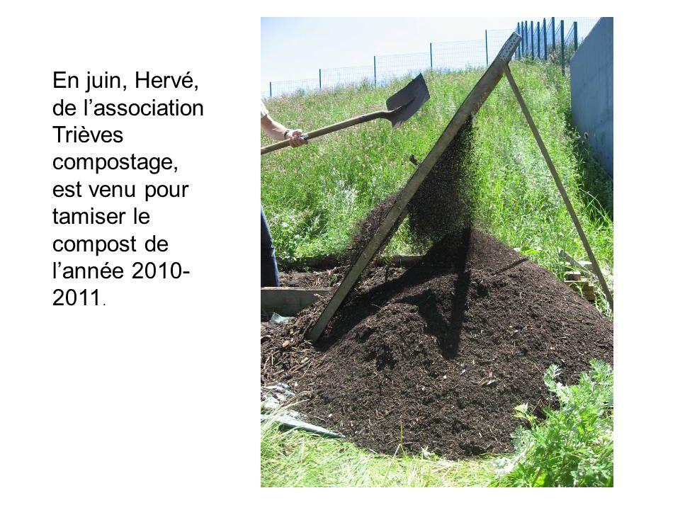 En juin, Hervé, de lassociation Trièves compostage, est venu pour tamiser le compost de lannée 2010- 2011.