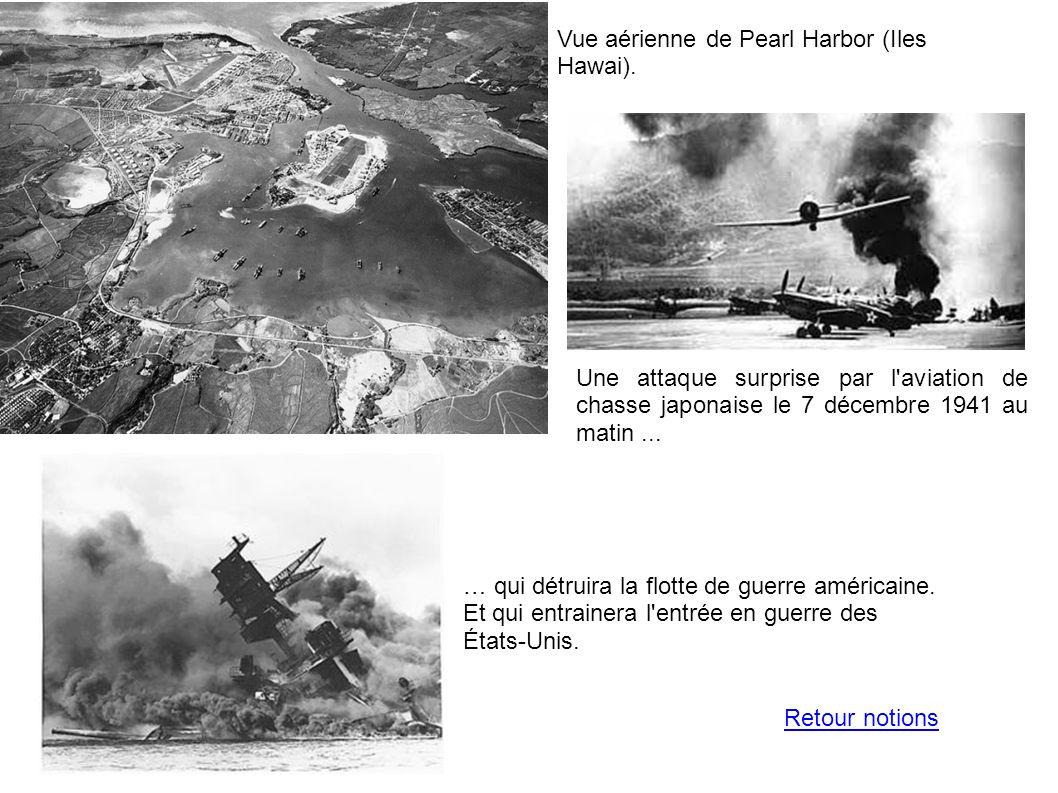 Vue aérienne de Pearl Harbor (Iles Hawai). Une attaque surprise par l'aviation de chasse japonaise le 7 décembre 1941 au matin... … qui détruira la fl
