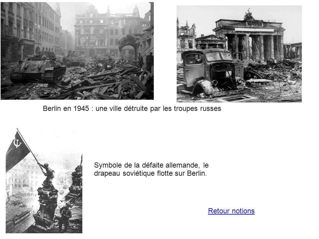Berlin en 1945 : une ville détruite par les troupes russes Symbole de la défaite allemande, le drapeau soviétique flotte sur Berlin. Retour notions