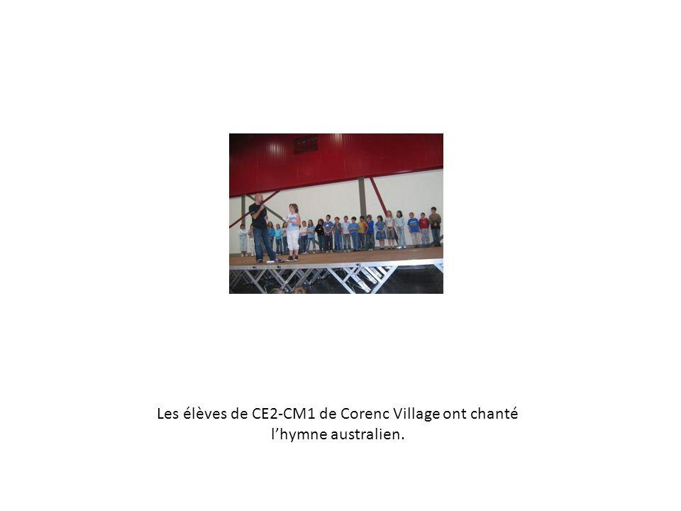 Les élèves de CM1 de lécole Ile de Mars à Pont de Claix ont chanté lhymne canadien.
