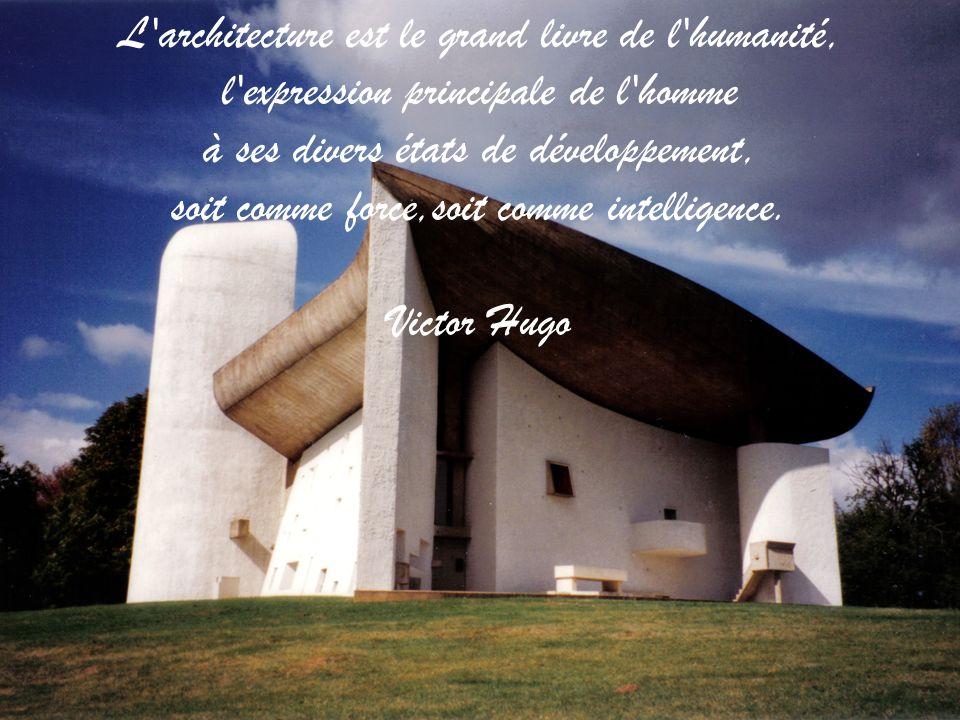 L architecture est le grand livre de l humanité, l expression principale de l homme à ses divers états de développement, soit comme force,soit comme intelligence.