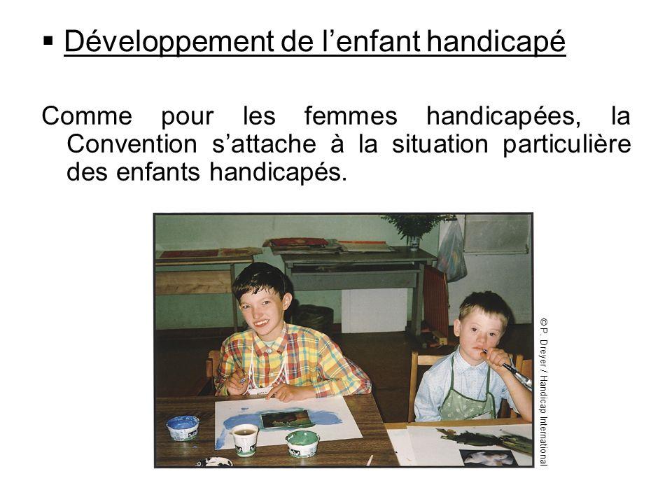 Développement de lenfant handicapé Comme pour les femmes handicapées, la Convention sattache à la situation particulière des enfants handicapés. © P.